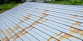 屋根トタンのサビ